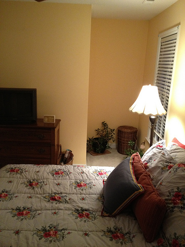 Kelly_bedroom_before