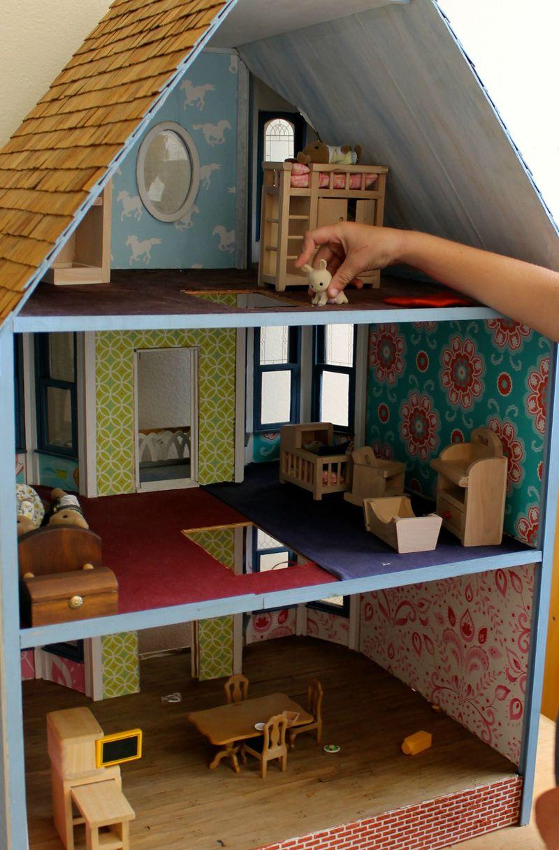 Dollhouse close