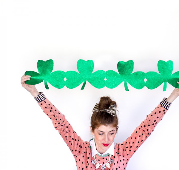 DIY-Giant-Shamrock-Streamers8-600x900.jpg